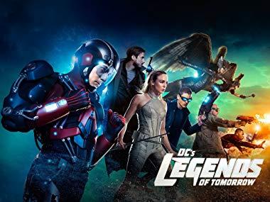 Imagen promocional de los personajes del Arrowverso en la serie Legends of Tomorrow
