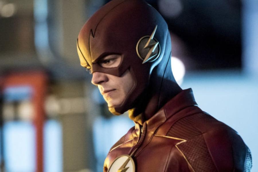 El traje The Flash está inspirado en la versión televisiva de los 90'.
